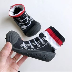 Toddler sz 8 Indoor Black Red White Sock Shoes